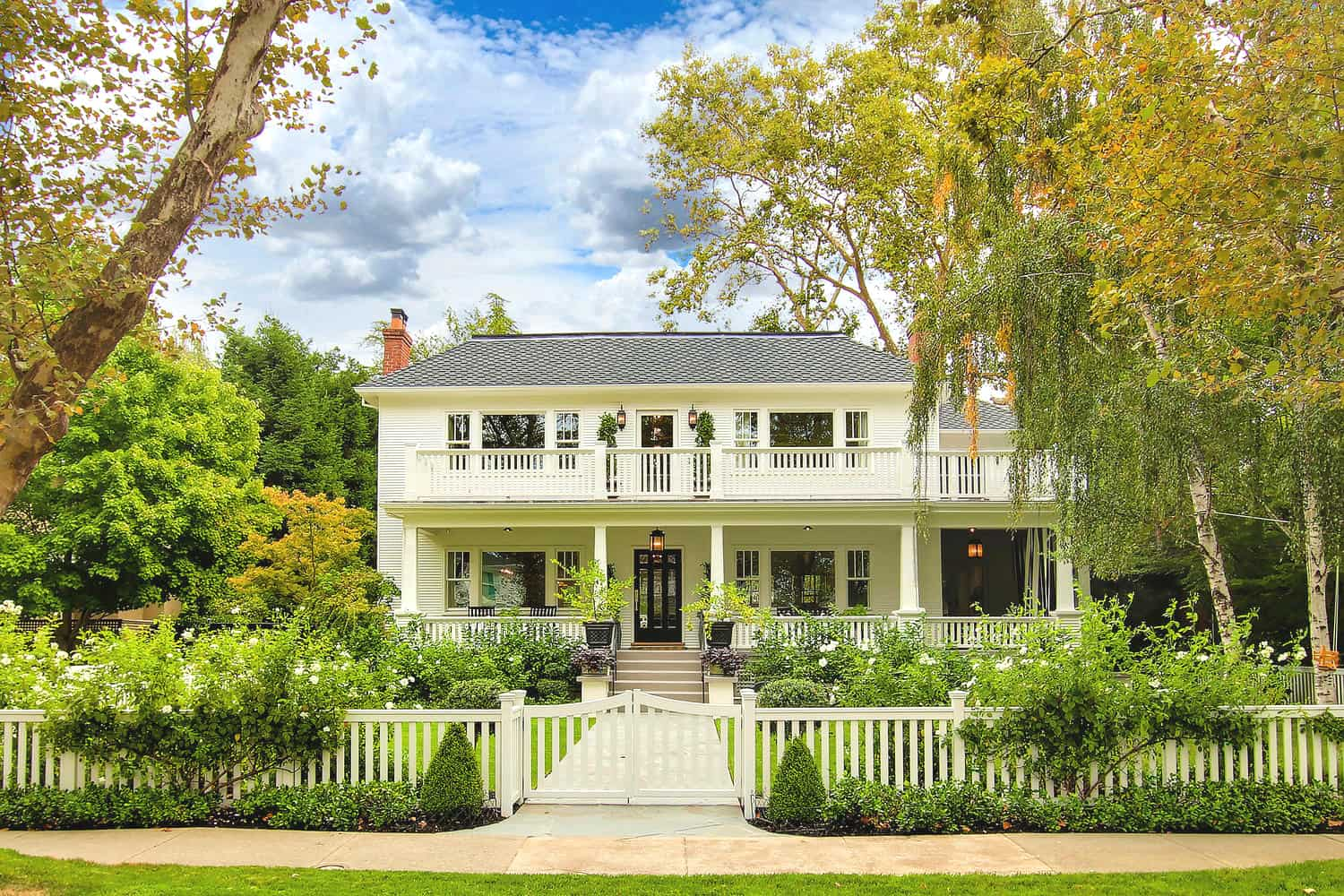 East Sacramento is home to the Fab 40's, and other unique homes just minutes from downtown.